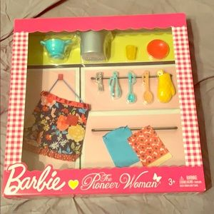 Barbie pioneer women accessories